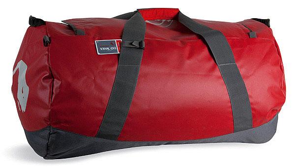 Дорожная сумка Tatonka Barrel L, цвет: красный, 85 л. 1999.015ГризлиСверхпрочная сумка в спортивном стиле для путешествий. Благодаря комбинации материалов Textreme и Tarpaulin сумка Barrel обладает исключительной прочностью. Сумка имеет мягкое дно, сетчатый карман под крышкойи широкие и прочные ручки для переноски и специальные убирающиеся ручки для переноски сумки на спине.Особенности:Материал: Textreme 6.6; Tarpaulin 1000.Особо прочные материалы.Дно с мягкой подкладкой.Сетчатый карман под крышкой.Широкие ручки для переноски.Скрытые плечевые ремни.Табличка.Объем 85 л.