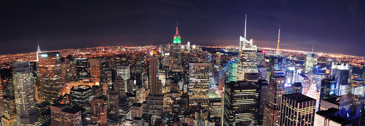 Картина на стекле Postermarket Огни ночного города, 95 см х 33 см12723Картина на стекле Postermarket - это новое слово в оформлении интерьера. Изделие выполнено из закаленного стекла, что обеспечивает устойчивость к внешним воздействиям, защиту от влаги и долговечность. Картина оформлена красочным изображением ночного города. С задней стороны имеются 2 петельки для подвешивания к стене. Стильный, современный дизайн, а также яркие и насыщенные цвета сделают эту картину прекрасным дополнением интерьера комнаты.
