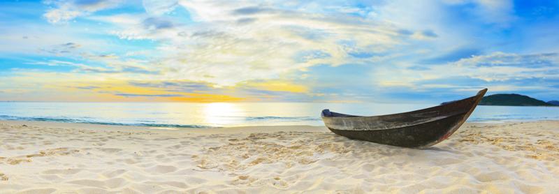 Картина на стекле Postermarket Лодка на пляже, 95 х 33 смSG 14Картина на стекле Postermarket - это новое слово в оформлении интерьера. Изделие выполнено из закаленного стекла, что обеспечивает устойчивость к внешним воздействиям, защиту от влаги и долговечность. Картина оформлена романтичным изображением лодки на пляже. С задней стороны имеются 2 петельки для подвешивания к стене. Стильный, современный дизайн, а также яркие и насыщенные цвета сделают эту картину прекрасным дополнением интерьера комнаты.