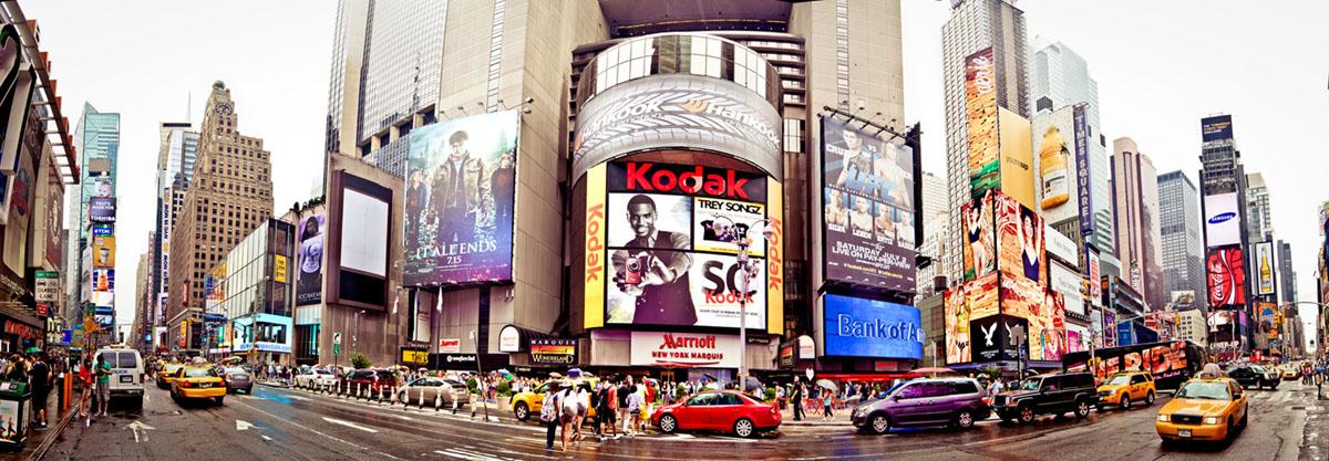 Картина на стекле Postermarket Нью-Йорк, 95 х 33 смRG-D31SКартина на стекле Postermarket - это новое слово в оформлении интерьера. Изделие выполнено из закаленного стекла, что обеспечивает устойчивость к внешним воздействиям, защиту от влаги и долговечность. Картина оформлена красочным изображением главной улицы Нью-Йорка - Пятая Авеню. С задней стороны имеются 2 петельки для подвешивания к стене. Стильный, современный дизайн, а также яркие и насыщенные цвета сделают эту картину прекрасным дополнением интерьера комнаты.