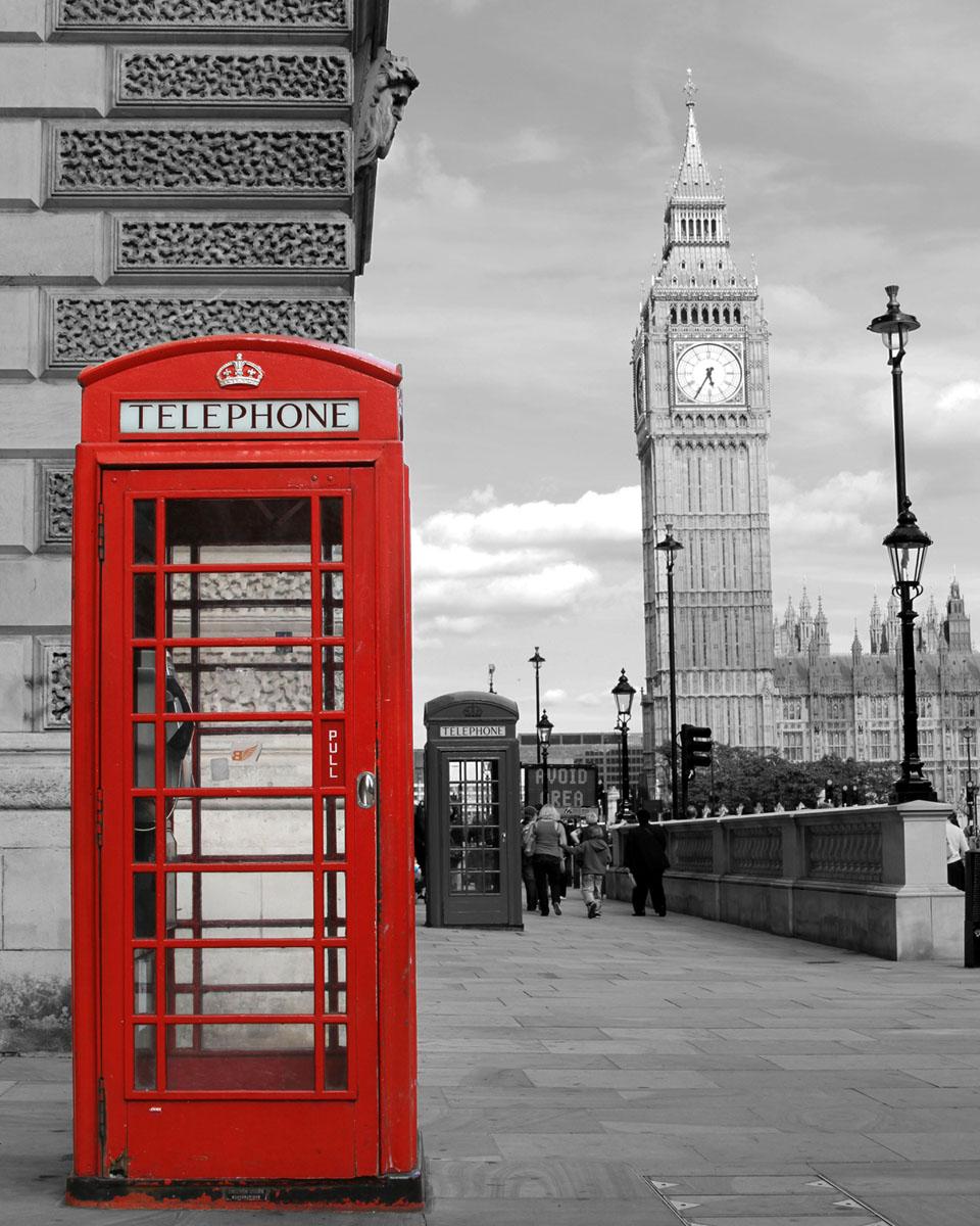 Картина на стекле Postermarket Телефонная будка, 40 х 50 см32x40 OZ100-504011Картина на стекле Postermarket - это новое слово в оформлении интерьера. Изделие выполнено из закаленного стекла, что обеспечивает устойчивость к внешним воздействиям, защиту от влаги и долговечность. Картина оформлена изображением красной телефонной будки на черно-белом фоне Лондона. С задней стороны имеется петелька для подвешивания к стене. Стильный, современный дизайн, а также яркие и насыщенные цвета сделают эту картину прекрасным дополнением интерьера комнаты.