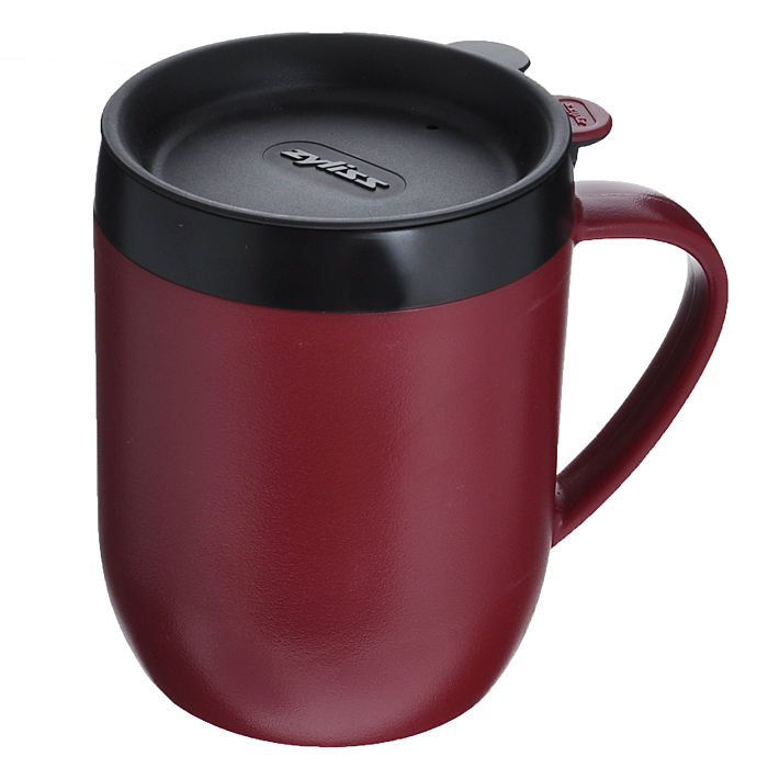 Термокружка Zyliss Hot Mug, с крышкой, с ситечком, цвет: бордовый, черный, 400 млVT-1520(SR)Термокружка Zyliss Hot Mug изготовлена из высококачественного пластика. Двойные стенки защищают руки от высоких температур и дольше сохраняют температуру напитка. Удобная герметичная пластиковая крышка со специальным отверстием для питья не позволит пролиться любимому напитку во время ходьбы или движения за рулем автомобиля.С помощью ситечка для заваривания, входящего в комплект, можно приготовить кофе или чай непосредственно в кружке, что позволит сэкономить ваше время. Термокружка Hot Mug очень компактна и не займет много места. Теперь вы в любое время и в любом месте сможете насладиться вашим любимым напитком.Диаметр кружки по верхнему краю: 8,5 см. Высота кружки (без крышки): 11,5 см. Диаметр основания фильтра: 7 см. Объем: 400 мл.
