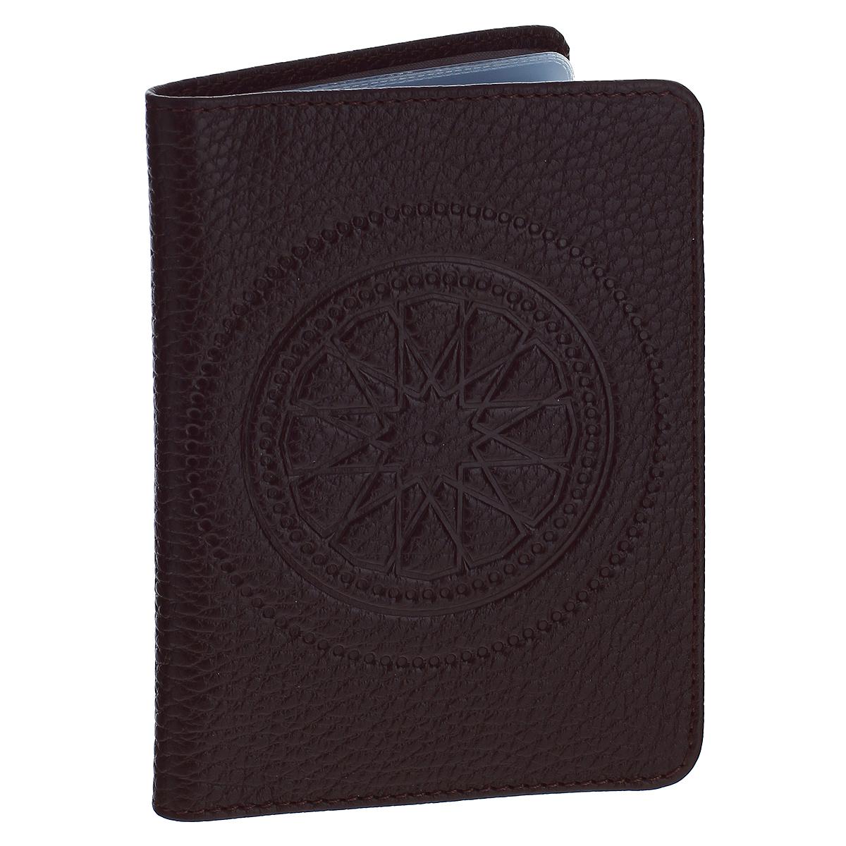 Бумажник водителя Askent Talisman, цвет: шоколадный. BV.66.SNBV.66.SN. шоколадныйБумажник водителя Askent Talisman выполнен из натуральной кожи с декоративным тиснениемв виде талисмана. На внутреннем развороте имеет два кармана: глубокий вертикальный карман из кожи с 4 прорезными карманами для кредитных карт и карман из прозрачного пластика. Внутренний блок для водительских документов из прозрачного пластика (6 карманов).Такой бумажник станет отличным подарком для человека, ценящего качественные и необычные вещи.
