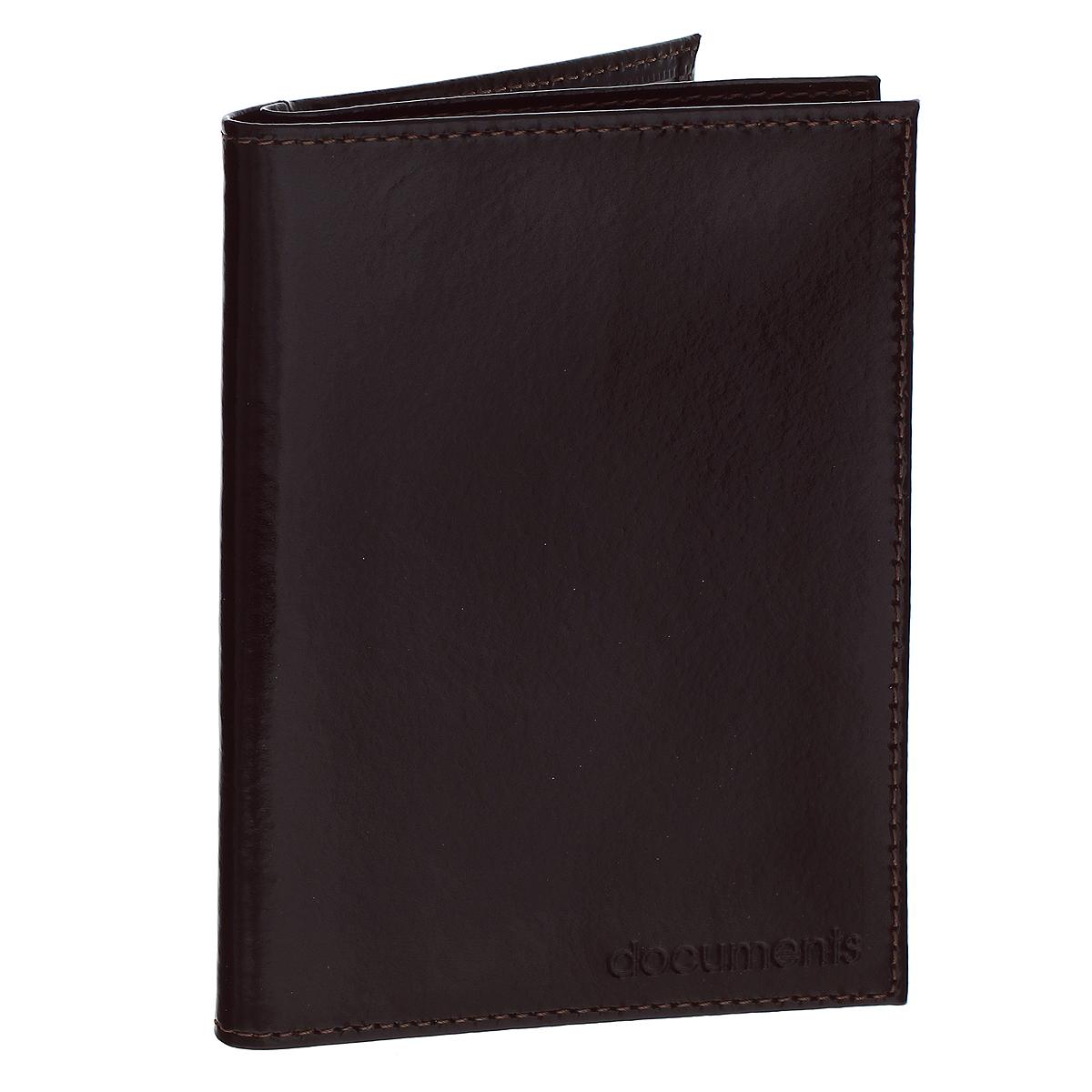 Бумажник водителя Befler Classic, цвет: темно-коричневый. BV.22.-1CA-3505Бумажник водителя Befler Classic выполнен из натуральной гладкой кожи. На внутреннем развороте отделение для паспорта, карман из прозрачного пластика с выемкой, карман из технологичного материала. Внутренний блок из прозрачного пластика для документов водителя (6 карманов).Такой бумажник станет отличным подарком для человека, ценящего качественные и необычные вещи.