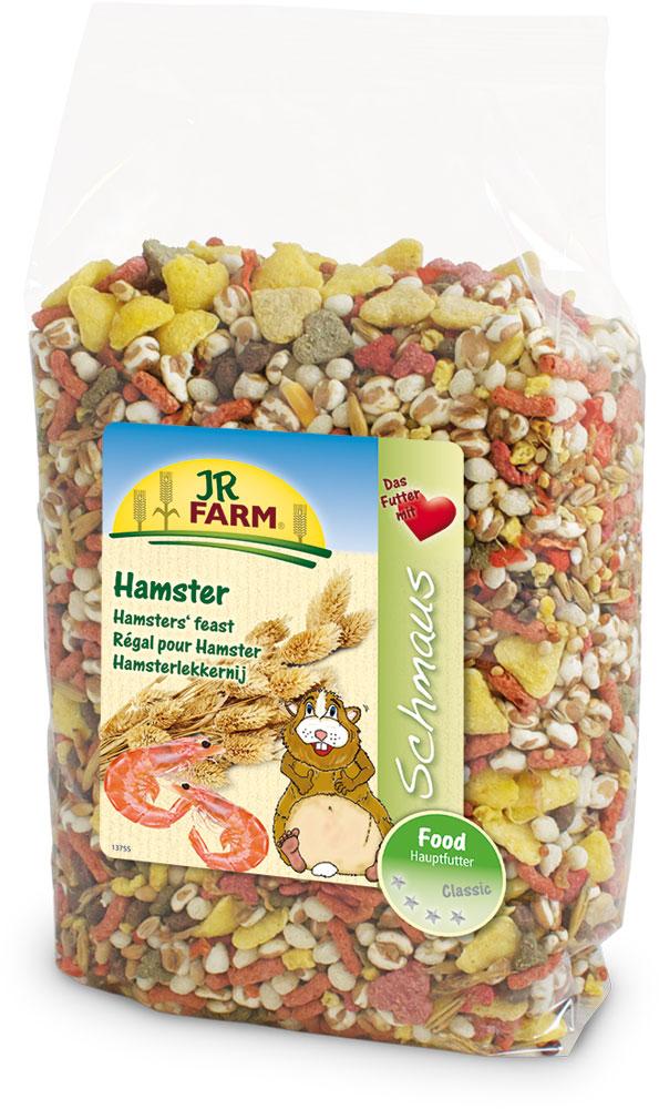 Корм для хомяков JR Farm Classic, 600 г0120710Смесь JR Farm Classic является натуральным полноценным кормом для всех хомяков. Универсальная премиальная смесь с дикими семенами и с большим количеством животного белка была специально разработана для хомяков и удобна для переноса хомяками в их щеках-мешках. С большим количеством овощей, витаминов и минералов для здорового образа жизни, полной сил!Рекомендации по кормлению: просто пополняйте кормушку, когда она становится пустой. Пожалуйста, давайте животному такое количество еды, которое он съедает в течение 24 часов.Состав: кукурузная мука, пшеница, кукуруза, овес, красное просо, желтое просо, воздушная пшеница, сорго двухцветное, морковь, канареечное семя 3%, гречиха, сорго обыкновенное, фасоль, курица, говядина, креветки 1%, сыр, рыба. Основной анализ: протеин 12,9%, жиры 3,1%, клетчатка 6,2%, зола 3,4%. Содержание витаминов на кг: витамин А 10000 МЕ, витамин D 1000 МЕ, витамин Е 40 мг, оксид железа.Товар сертифицирован.Уважаемые клиенты! Обращаем ваше внимание на то, что упаковка может иметь несколько видов дизайна. Поставка осуществляется в зависимости от наличия на складе.