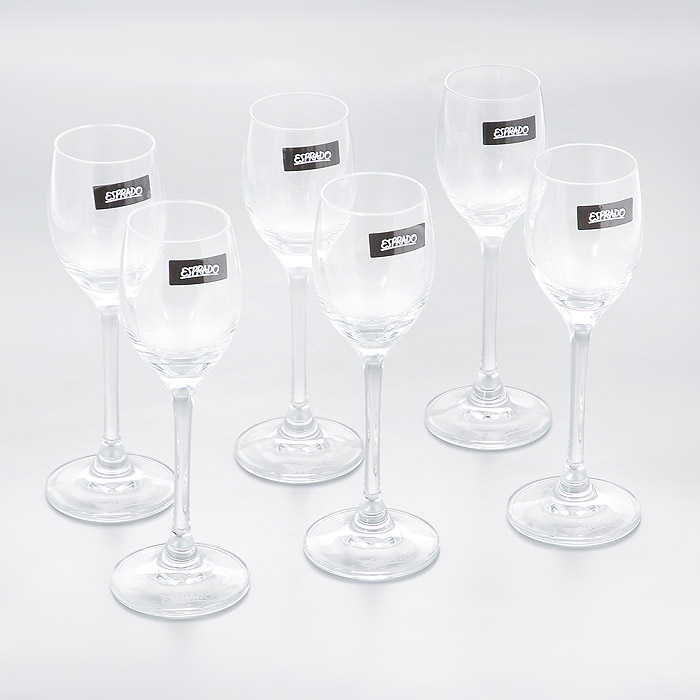 Набор рюмок для крепких напитков Esprado Fiesta, 60 мл, 6 штFS10C06E351Набор Esprado Fiesta состоит из шести рюмок для крепких напитков.Рюмки изготовлены из хрустального стекла или хрусталина, которое является более экологичной альтернативой знаменитому хрусталю, содержащему опасный для здоровья свинец. Хрустальное стекло имеет яркий блеск хрусталя, отличается высокой прозрачностью и тонкостью и при этом оно абсолютно безопасно и не содержит никаких вредных для человека веществ. Рюмки отличаются особой легкостью и прочностью, излучают приятный блеск и издают мелодичный хрустальный звон. Края рюмок имеют закаленный обод. Тонкие высокие ножки рюмок, создающие ощущение хрупкости и изящества, и европейский дизайн позволят сполна насладиться игрой напитка в бокале, его густотой, цветом и ароматом. Рюмки можно мыть в посудомоечной машине в щадящем режиме.Fiesta в переводе c испанского означает веселье, праздник. Раньше в средневековой Европе в фиесте, народном гулянии, участвовали все жители общины или городского квартала. В отличие от русских гуляний, фиесты очень часто проводились вечером или ночью, когда спадала дневная жара. Сегодня мы также приглашаем своих друзей, накрываем на стол, достаем бокалы…и, как и в былые времена, обычный вечер превращается в праздник.В коллекции Fiesta представлены бокалы для самых распространенных напитков любого застолья. Можете быть уверены - хрустальный блеск стекла, большие литражи и высокая ножка этих бокалов преобразят даже самую простую сервировку.