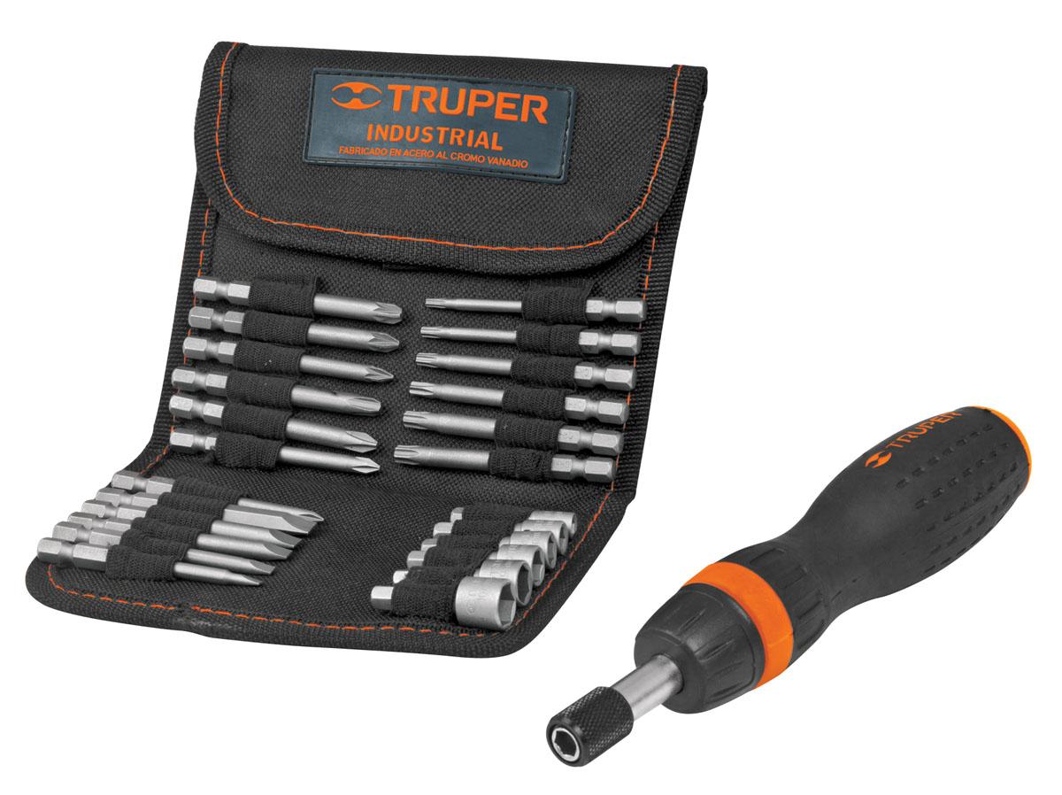 Отвертка с трещоткой и битами Truper JDM-26, 26 предметовTNI-6Отвертка с трещоткой и битами предназначена для монтажа/демонтажа резьбовых соединений. Все биты набора изготовлены из высококачественной хром-ванадиевой стали. Эргономичная обрезиненная рукоятка отвертки обеспечивает надежный и удобный хват. В комплекте текстильный чехол для бит.В набор входят:Отвертка с трещоткой.Биты плоские: 3 мм, 4 мм, 5 мм, 6 мм, 7 мм.Биты Phillips: PH0, PH1, PH2, PH3.Биты Pozidriv: PZ1, PZ2, PZ3.Биты Torx: T10, T15, T20, T25, T27, T30.Головки торцевые: 5 мм, 6 мм, 7 мм, 8 мм, 9 мм, 10 мм.