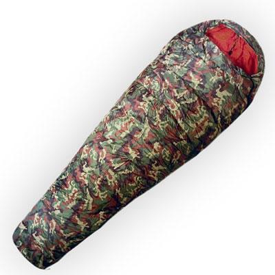 Спальный мешок Husky Army, правосторонняя молнияУТ-000046522Самый теплый спальный мешок в серии Husky Outdoor для универсального использования с весны до зимы. В качестве утеплителя использован Hollowfibre - полиэстер с четырьмя каналами с максимальной пушистостью (LOFT), который не поглощает никакой влажности. Внешний материал - полиэстер камуфляжной расцветки.В комплект также входит компрессионный мешок.Наружный материал:Poliester 185T.Внутренний материал: Soft Nylon.Утеплитель: волокно Hollowfibre 2 слоя по 205 гр/м2.