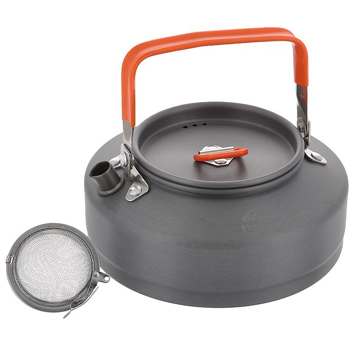 Чайник походный Fire-Maple Feast T3, 0,8 л. FMC-T367742Яркий походный чайник Fire-Maple Feast T3 интересного дизайна изготовлен из анодированного алюминия. Ручки чайника и крышки имеют термоизолирующие элементы для предотвращения ожогов. Крышка чайника имеет пароотводящие отверстия. Носик чайника оснащен направляющей выемкой для точного наливания кипятка.Компактный, прочный, легко моется.