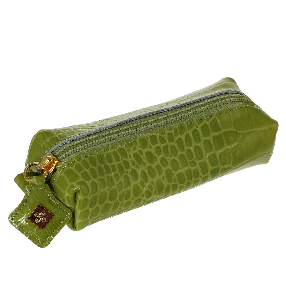 Ключница Dimanche Лайм, цвет: зеленый. 399Браслет с подвескамиКлючница Dimanche Лайм изготовлена из натуральной лакированной кожи зеленого цвета с декоративным тиснением под рептилию. Закрывается на застежку-молнию. Внутри содержится металлическое кольцо для ключей. Без подкладки. Фурнитура - серебристого цвета. Яркая ключница не только поможет хранить все ключи в одном месте, но и станет стильным аксессуаром, который идеально дополнит ваш образ.