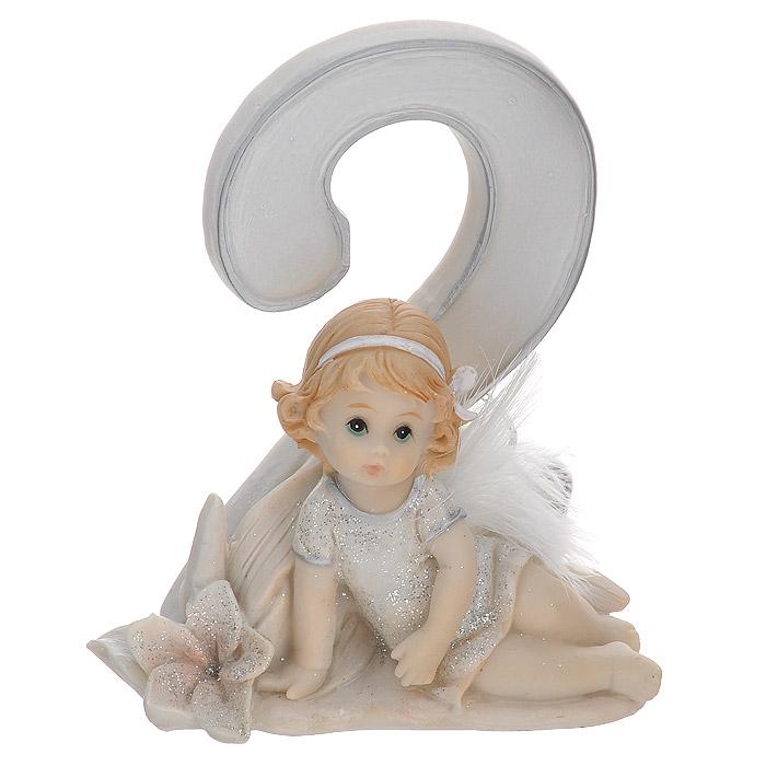 Статуэтка Molento Именинный ангелочек. 2 года91018Статуэтка Molento Именинный ангелочек. 2 года, выполненная из полистоуна, станет отличным подарком для вашего малыша! Все мы знаем, как порой непросто бывает выбрать подходящий подарок к тому или иному торжеству, а декоративные статуэтки Molento всегда были и останутся оригинальным подарком. Этот вид сувенира нельзя назвать бесполезной вещью. Статуэтка может стать великолепным украшением интерьера. Статуэтка является подарком на все времена, подобная вещь никогда не выйдет из моды.Спустя годы она будет только радовать владельца своими изящными формами и плавными линиями.