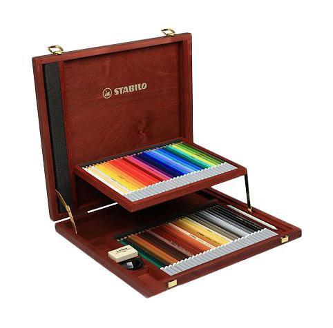 Набор цветных карандашей Stabilo CarbOthello, 60 цветов. 1460-172523WDЦветная пастель в виде деревянного карандаша. Деревянная оболочка карандаша защищает хрупкую сердцевину - пастельный мелок, способный передать бесподобную свежесть и выразительность красок. Мягкий грифель позволяет рисовать даже на очень тонкой бумаге. Можно использовать как акварельные карандаши. Цветная пастель идеально подходит для смешивания цветов. Исключительная насыщенность цвета позволяет добиться великолепных результатов даже на темном фоне. Набор в деревянном футляре. 60 цветов + точилка + ластик для мелков + растушевка. Футляр имеет механизм автоматического открывания.