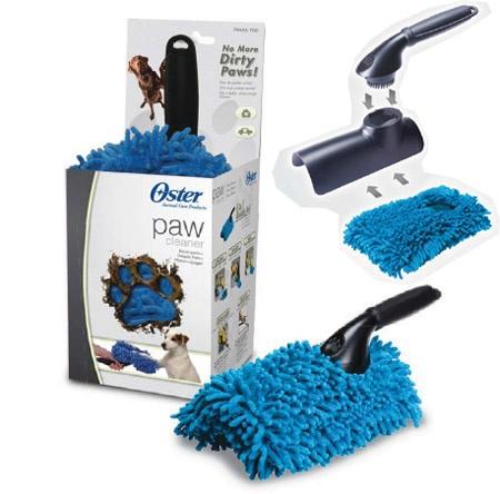 Щетка для мытья лап Oster, цвет: синий0120710Специальная щетка для мытья лап животного. Специально разработанные каналы для лап. Щетка оснащена специальной съемной насадкой из микрофибры, волокна которой полностью впитывают влагу. Уникальная форма и материал позволяют быстро очистить грязные лапы и сделать эту процедуру приятной для вас и для Вашей собаки. Съемную насадку можно использовать в качестве губки при купании животного, стирать в машинке.