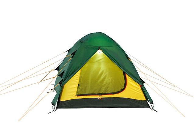 Палатка Alexika Nakra 3 Green9124.3101Удобная трехместная палатка NAKRA 3 - последнее «слово» в индустрии создания принадлежностей для активного туризма. Модель отлично подходит для использования в условиях непогоды, при проливном дожде или сильных порывах ветра. Ее главное преимущество - надежная и прочная ветроустойчивая конструкция, которая удерживается благодаря каркасу из алюминиевых дуг. Палатка NAKRA 3 станет отличным выбором для путешественников, планирующих выезжать на природу с одной или несколькими ночевками уже с конца марта. Ее прочная не продуваемая ткань делает данную модель незаменимой также при поездках поздней осенью. Туристическая палатка NAKRA 3 отличается тщательно продуманной конструкцией. Ее вход с двух сторон защищают выдающиеся вперед треугольные крылья из тента, предотвращающие попадание внутрь холодного воздуха. Вы можете быть уверены, что даже при сильном ветре внутри палатки вам будет спокойно и уютно. Верхняя часть и дно модели NAKRA 3 выполнены из прочной ткани Polyester, которая практически не намокает и не продувается. Встроенная внутренняя палатка застегивается на специальные замки, благодаря чему путешественники могут спокойно спать, не страшась сквозняка, не боясь заболеть, ощущая только комфорт. Вес: 4,2 кг. Количество мест: 3. Сезонность: весна-осень. Размер: 415 x 190 x 115 см. Размер в чехле: 18 x 52 см. Материал тента: Polyester 190T PU 4000 mm. Материал дна: Polyester 150D Oxford PU 6000 mm. Внутренняя палатка: есть. Материал дуг: Alu 8.5 Alu 9.5. Ветроустойчивость: средняя. Количество входов: 2. Цвет: зеленый. Область применения: трекинг. Технологии:Пропитка, задерживающая распространение огня. Швы герметизированы термоусадочной лентой. Узлы палатки, испытывающие высокие нагрузки, усилены более прочной тканью. Край тента обшит прочной стропой. Молнии на внешнем тенте фиксируются алюминиевым крючком. Внутренняя палатка оснащена противомоскитной сеткой, шестью карманами, кольцом для фонаря и полочкой для мелких предметов. Эфф