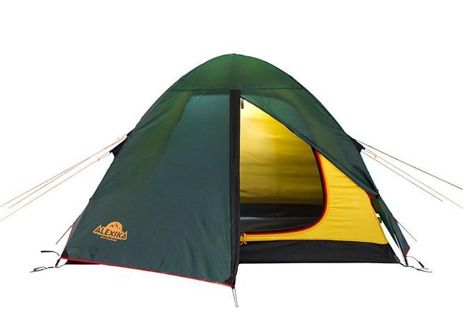 Палатка Alexika Scout 3 Green0003929Хорошая трекинговая палатка для трех человек, предпочитающих двух-трехдневные походы в сезон весна-осень. Модель Scout 3 имеет небольшой тамбур с двумя расположенными на пороге молниями. Одна молния предназначена для открывания входа, вторая - для крепления москитной сетки. Разные цвета молний не позволят вам запутаться в застежках. Внутри палатки имеется 6 карманов, кольцо для фонаря и полочка для различных мелочей. Палатка в чехле имеет настолько малый вес, что дает возможность ее использования в пешеходных экспедициях. Вентиляционное окно находится в верхней части палатки и обеспечивает отличную вентиляцию. Швы в палатке Scout 3 абсолютно герметичны за счет использования термоленты. Дополнительной прочности и ветроустойчивости данной модели придают прошитые прочной стропой все края тента. Тент надежно крепится к металлическим дугам в данной модели липучками Velco. Постоянное натяжение тента при порывах ветра обеспечивают боковые затяжки, выполненные из эластичного материла. Даже при очень сильном дожде и ветре внутренняя и внешняя части палатки не соприкасаются, поэтому, став владельцем палатки Scout 3, вы можете не беспокоиться о возможной непогоде во время похода - внутри вам всегда будет сухо и комфортно. Вес: 3,7 кг. Количество мест: 3. Сезонность: весна-осень. Размер: 290 х 215 х 115 см. Размер в чехле: 18 x 52 см. Материал тента: Polyester 190T PU 4000 mm. Материал дна: Polyester 150D Oxford PU 6000 mm. Внутренняя палатка: есть. Материал дуг: Alu 8.5 mm. Ветроустойчивость: средняя. Количество входов: 1. Цвет- зеленый. Область применения: трекинг. Технологии:Пропитка, задерживающая распространение огня. Швы герметизированы термоусадочной лентой. Узлы палатки, испытывающие высокие нагрузки, усилены более прочной тканью. Край тента обшит прочной стропой. Молнии на внешнем тенте фиксируются алюминиевым крючком. Внутренняя палатка оснащена противомоскитной сеткой, шестью карманами, кольцом для фонаря и полочкой для мелких пред