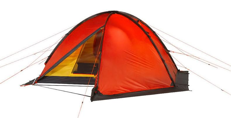 Палатка Alexika Matrix 3 OrangeKOC2028LEDЭкспедиционная палатка с двумя тамбурами предназначена для организации высокогорных лагерей и длительной эксплуатации в тяжелых погодных условиях. К особенностям палатки можно отнести яркий красный цвет, наличие юбки и большого числа мелких приспособлений: например, у молний на внешнем тенте на концах есть алюминиевые крючки, которые можно зацепить, чтобы молния не разъезжалась при высокой нагрузке. На юбке палатки расположены затяжки, которые позволяют легко свернуть юбку. Светоотражающие оттяжки сделаны с двухточечным креплением, хорошо видны в темноте и обеспечивают высокую ветроустойчивость палатки. При необходимости в Matrix 3 с достаточным комфортом могут разместиться 4 человека. Палатка обладает отличной влагоустойчивостью, выдерживает сильный дождь и обильный снегопад. Вес: 4,8 кг. Количество мест: 3. Сезонность: зима. Размер: 330 x 210 x 105 см. Размер в чехле: 20 x 52 см. Материал тента: Nylon 30D 250T RipStop Silicon 3000 mm. Материал дна: Polyester 150D Oxford PU 6000 mm. Внутренняя: палатка есть. Материал дуг: Alu 9.5 mm. Ветроустойчивость: очень высокая. Количество входов: 2. Цвет: красный. Область применения: экстрим. Технологии:Пропитка, задерживающая распространение огня. Швы герметизированы термоусадочной лентой. Узлы палатки, испытывающие высокие нагрузки, усилены более прочной тканью. Край тента обшит прочной стропой. Молнии на внешнем тенте фиксируются алюминиевым крючком. Эффективная система вентиляции состоит из двух вентиляционных окон с ветровым клапаном, расположенных в верхней точке купола. Прочный нейлоновый тент с усиленным плетением RipStop и силиконовым покрытием. Внутренняя палатка оснащена противомоскитной сеткой, четырьмя карманами, кольцом для фонаря и полочкой для мелких предметов. При необходимости быстро собирается с помощью петель с фиксаторами. Молнии YKK на внешнем тенте. Возможность закрывать вентиляционное окно из палатки. Дуги увеличенной прочности. Цвет: оранжевый. Материал: Nylon 