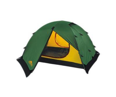 Палатка Alexika Rondo 3 Plus GreenKOCAc6009LEDДля активного отдыха небольшой семьей палатка Rondo 3 Plus - это как раз тот вариант, который сможет удовлетворить все потребности. Он представляет собой усовершенствованный вариант модели Rondo 3. Основным отличием является наличие по периметру ветрозащитной юбки. На фоне других конкурентов эта палатка выделяется сразу несколькими плюсами. Благодаря своей полусферической форме она довольно ветроустойчива. За счет умело сконструированной вентиляции вы можете и в жаркую, и в прохладную погоду поддерживать внутри палатки оптимальную температуру. Циркуляцию воздуха можно создавать с помощью закрытых антимоскитными сетками входов в палатку, а также регулируемых вентиляционных проемов в верхней части купола. Несколько приятных дополнений в виде крючка для фонарика, небольшой полочки и карманчиков для мелких вещей довершают образ идеального походного жилья. Два просторных тамбура позволяют расположить в них все туристическое снаряжение. Дно палатки Rondo 3 Plus и юбка по периметру выполнены из плотного полиэстера, что надежно защищает внутреннее пространство от дождевой воды и сырости. Все швы обработаны термоусадочной лентой, а сама ткань тента пропитана противогорючими составами. Вес: 4,7 кг. Количество мест: 3. Сезонность: весна-осень. Размер: 390 x 215 x 115 см. Размер в чехле: 18 x 52 см. Материал тента: Polyester 190T PU 4000 mm. Материал дна: Polyester 150D Oxford PU 6000 mm. Внутренняя палатка: есть. Материал дуг: Alu 8.5 Alu 9.5. Ветроустойчивость: средняя. Количество входов: 2. Цвет: зеленый. Область применения: трекинг. Технологии:Пропитка, задерживающая распространение огня. Швы герметизированы термоусадочной лентой. Узлы палатки, испытывающие высокие нагрузки, усилены более прочной тканью. Край тента обшит прочной стропой. Молнии на внешнем тенте фиксируются алюминиевым крючком. Внутренняя палатка оснащена противомоскитной сеткой, шестью карманами, кольцом для фонаря и полочкой для мелких предметов. Эффективная си