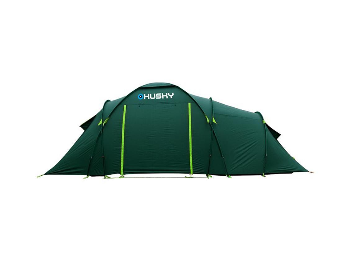Палатка Husky Boston 6 Dark Green, цвет: темно-зеленыйKOCAc6009LEDПросторная кемпинговая палатка Boston 6 отлично подойдет для путешествий большой компанией. Палатка рассчитана на 6 человек. В палатке предусмотрены два входа и два тента. Обширный тамбур в середине палатки легко может быть общей комнатой. Подняв полотнище входа, можно использовать его как навес. В комплекте компрессионный мешок, стальные колышки, ремкомплект, отстегивающийся пол.Палатка комплектуется стальными колышками и растяжками. Характеристики:Количество мест: 6. Размер палатки: 560 см х 260 см х 200 см. Количество входов: 2. Дуги из дюраврапа: 2 х 11 мм, 3 х 9,5 мм. Материал наружного тента: полиэстер 185Т с PU-покрытием. Материал внутреннего тента: водоотталкивающий нейлон 190Т, противомоскитная сетка. Материал дна: армированный полиэтилен с водоотталкивающим покрытием. Габариты палатки в упакованном виде: 65 см х 29 см х 29 см. Вес минимальный: 13500 г. Вес максимальный: 14500 г. Цвет: темно-зеленый. Производитель: Чехия. Изготовитель: Китай.