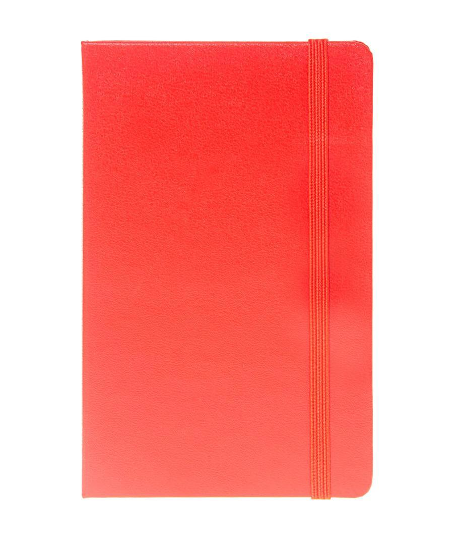 """Записная книжка с 192 нелинованными страницами. Неповторимые черты записной книжки Молескин: Удобная эластичная застежка; Прочная влагозащитная обложка; Прошитый нитками переплет; Практичные скругленные углы; Не желтеющие со временем страницы; Быстро впитывающая чернила бумага; Функциональная лента-закладка; Вместительный внутренний кармашек. Записная книжка Moleskine занимает 17 место среди 999 самых значимых предметов дизайна, созданных в мире за последние 200 лет. (Издание """"Phaidon Design Classics"""", Великобритания, 2009)."""