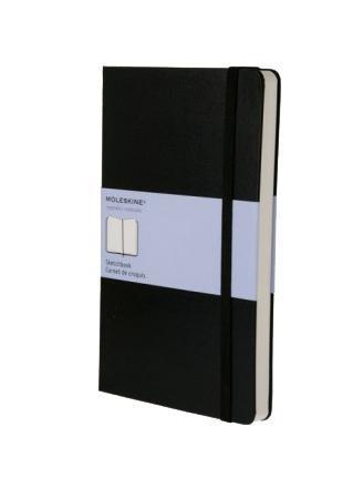 Записная книжка в твердой обложке содержит 104 нелинованные страницы для рисунков. Неповторимые черты записной книжки Молескин: Удобная эластичная застежка; Прочная влагозащитная обложка; Прошитый нитками переплет; Практичные скругленные углы; Не желтеющие со временем страницы; Быстро впитывающая чернила бумага; Функциональная лента-закладка; Вместительный внутренний кармашек.