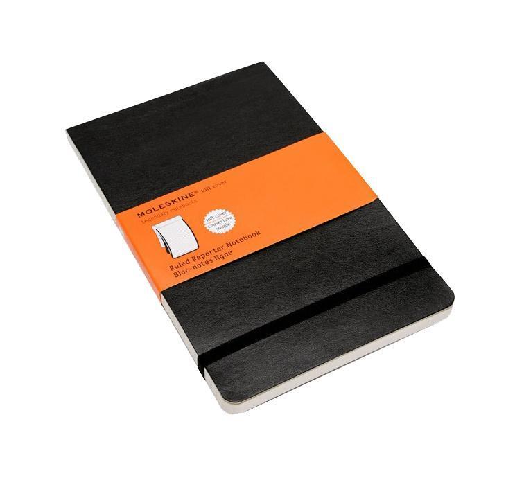 Репортерская записная книжка со 240 страницами в линейку в мягкой обложке. Неповторимые черты записной книжки Молескин: Удобная эластичная застежка; Прочная влагозащитная обложка; Практичные скругленные углы; Не желтеющие со временем страницы; Быстро впитывающая чернила бумага; Последние 24 листа имеют перфорацию для отрыва; Вместительный внутренний кармашек.