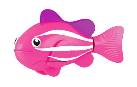 """Игрушка для ванны Robofish """"РобоРыбка: Клоун"""" понравится вашему малышу и превратит купание в веселую игру. Она выполнена из безопасного пластика с элементами металла в виде маленькой красочной акулы. При погружении в ванну, аквариум или другую емкостью с водой РобоРыбка начинает плавать, опускаясь ко дну и поднимаясь к поверхности воды. Акула прекрасно имитирует повадки настоящей рыбы. Траектория ее движения зависит от наклона хвоста. Внутри рыбки находится специальный грузик, регулирующий глубину ее погружения. Если рыбка плавает на дне, не всплывая, - уберите грузик; если на поверхности - добавьте грузик. Набор включает подставку, на которой можно разместить рыбку, пока вы с ней не играете. Порадуйте вашего ребенка таким замечательным подарком! Игрушка работает от 2 батарей напряжением 1,5V типа LR44 (2 установлены в игрушку и 2 запасные)."""