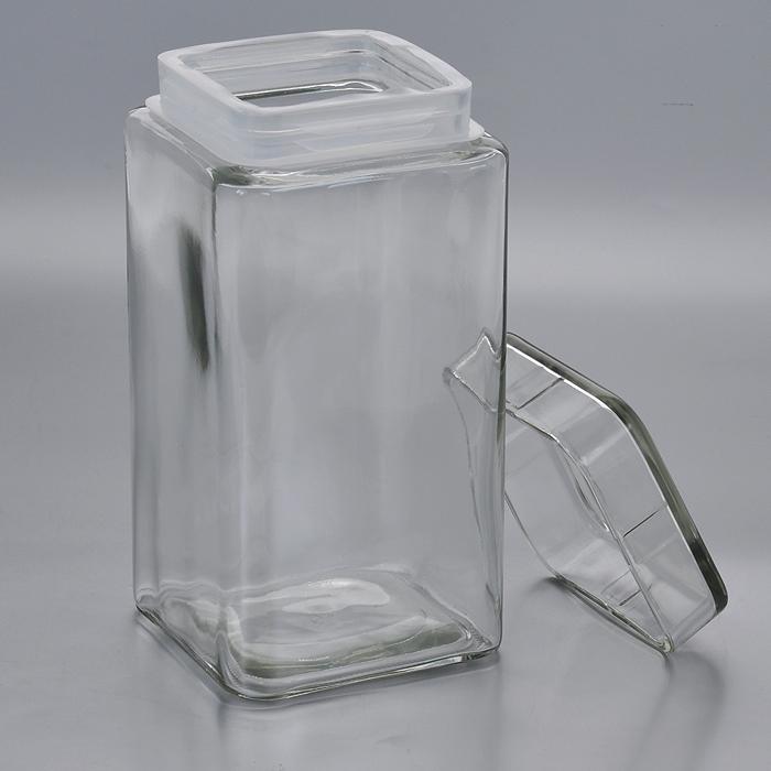 Емкость для хранения Esprado Cristella, 2100 млVT-1520(SR)Емкость для хранения Esprado Cristella изготовлена из качественного прозрачного стекла, отполированного доидеального блеска и гладкости. Изделие имеет квадратную форму. Стекло термостойкое, что позволяетиспользовать емкость Esprado при различных температурах (от -15°С до +100°С). Это делает ее функциональным иуниверсальным кухонным аксессуаром. Емкость очень вместительна, поэтому прекрасно подходит для хранениякруп, макарон, кофе, орехов, специй и других сыпучих продуктов. Крышка плотно закрывается и легко открываетсяблагодаря пластиковой прослойке.Благодаря различным дизайнерским решениям такая емкость дополнит и украсит интерьер любой кухни. Емкости для хранения из коллекции Cristella разработаны на основе эргономичных дизайнерских решений, которыепозволяют максимально эффективно и рационально использовать кухонные поверхности. Благодаря универсальномувнешнему виду, они будут привлекательно смотреться в интерьере любой кухни. Емкости для хранения незаменимы на кухне: они помогают сохранить свежесть продуктов, защищают от попаданияизлишней влаги и позволяют эффективно использовать ограниченное кухонное пространство. Не использовать в духовом шкафу, микроволновой печи и посудомоечной машине.
