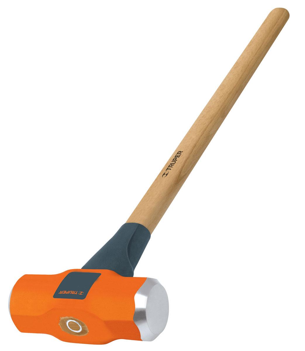 Кувалда Truper, с деревянной рукояткой, 3,62 кгАксион Т-33Кувалда Truper предназначена для нанесения исключительно сильных ударов при обработке металла, на демонтаже и монтаже конструкций. Деревянная ручка с антишоковой защитой, изготовленная из дуба, обеспечивает надежный хват. Финишная обработка бойка.