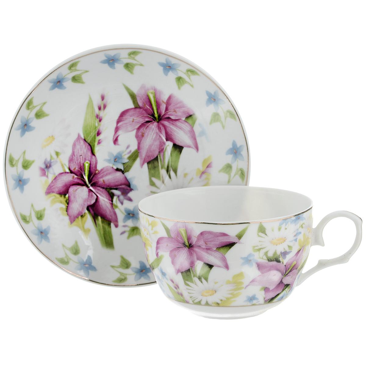Набор чайный Briswild Лилии, 2 предмета115510Чайный набор Briswild Лилии состоит из чашки и блюдца. Изделия выполнены из высококачественного фарфора и оформлены красочным изображением лилий. Изящный набор красиво оформит стол к чаепитию и станет приятным подарком к любому случаю. Не использовать в микроволновой печи. Не применять абразивные моющие средства.