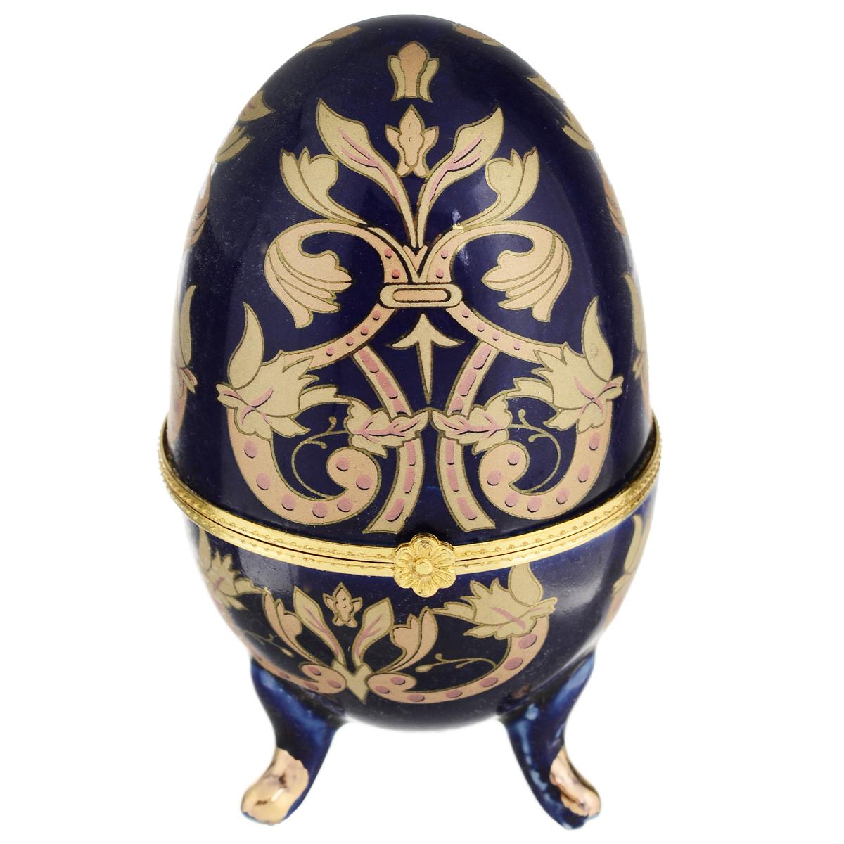 Шкатулка Besko Инди. 528-220184190Стильная шкатулка Besko Инди не оставит равнодушной ни одну любительницу драгоценностей и изысканных вещей. Шкатулка в форме яйца на трех ножках выполнена из фарфора синего цвета и украшена золотым орнаментом.Сочетание оригинального дизайна и функциональности сделает такую шкатулку практичным и стильным подарком, а также предметом гордости ее обладательницы. Рекомендуется регулярно удалят пыль мягкой, сухой тряпкой. Не применять абразивные чистящие вещества.