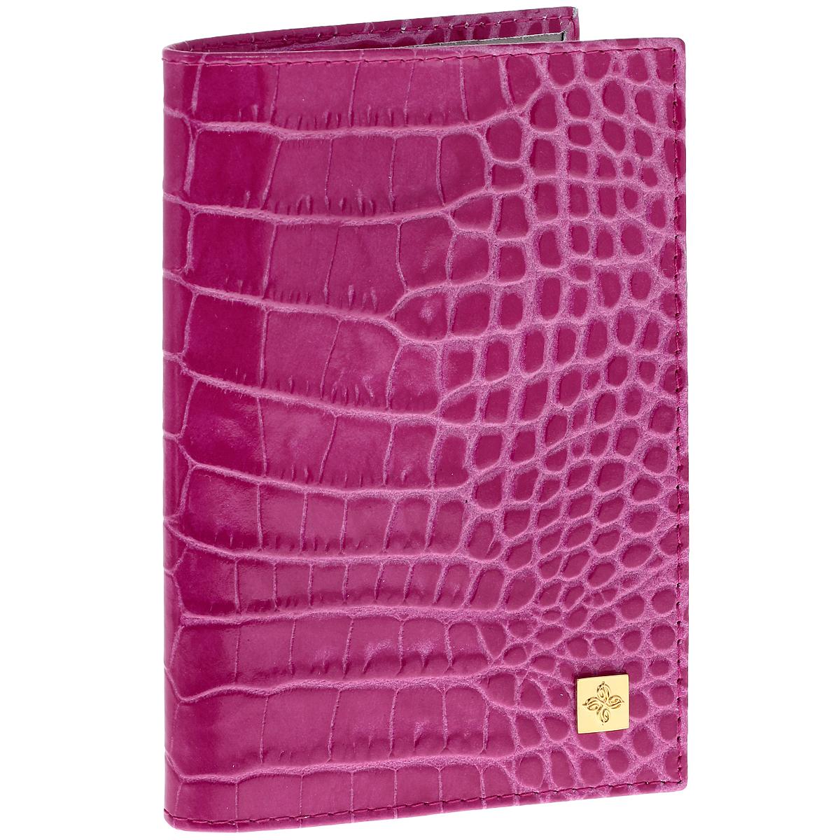 Обложка для паспорта Dimanche Фуксия, цвет: розовый. 97035674Обложка для паспорта Dimanche Фуксия выполнена из натуральной кожи с декоративным тиснением под рептилию. На внутреннем развороте два кармана из прозрачного пластика. Снаружи обложка оформлена металлической вставкой с логотипом фирмы Dimanche. Обложка упакована в фирменную картонную коробку. Такая обложка станет отличным подарком для человека, ценящего качественные и необычные вещи.