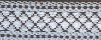 Тесьма декоративная Астра, цвет: белый, черный, ширина 1,8 см, длина 16,4 м. 7703262C0038550Декоративная тесьма Астра выполнена из текстиля и оформлена оригинальным орнаментом. Такая тесьма идеально подойдет для оформления различных творческих работ таких, как скрапбукинг, аппликация, декор коробок и открыток и многое другое. Тесьма наивысшего качества и практична в использовании. Она станет незаменимом элементов в создании рукотворного шедевра. Ширина: 1,8 см.Длина: 16,4 м.