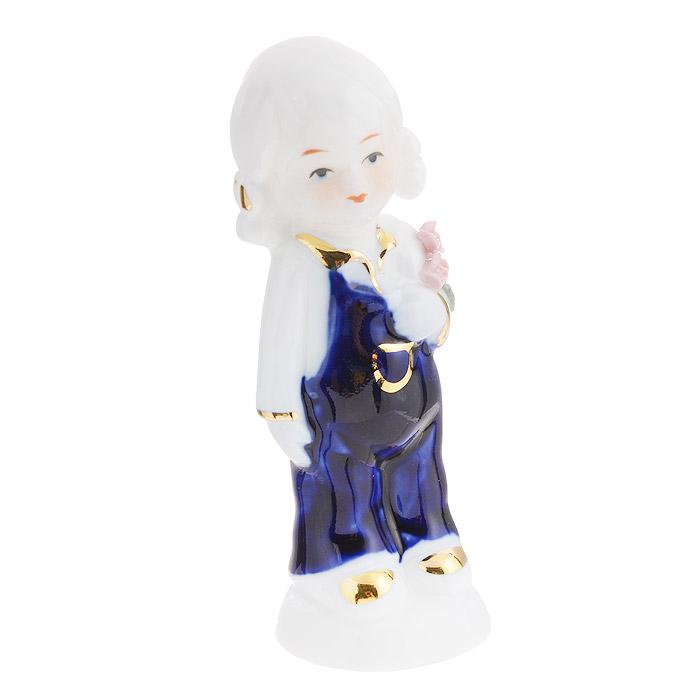 Фигурка декоративная Molento Девочка в комбинезоне, высота 11 см514-1031Декоративная фигурка Molento Девочка в комбинезоне изготовлена из высококачественного глянцевого фарфора. Изделие выполнено в виде девочки в синем комбинезоне. Такая фигурка станет отличным дополнением к интерьеру.Вы можете поставить фигурку в любом месте, где она будет удачно смотреться, и радовать глаз. Кроме того, фигурка Девочка в комбинезоне станет чудесным сувениром для ваших друзей и близких.