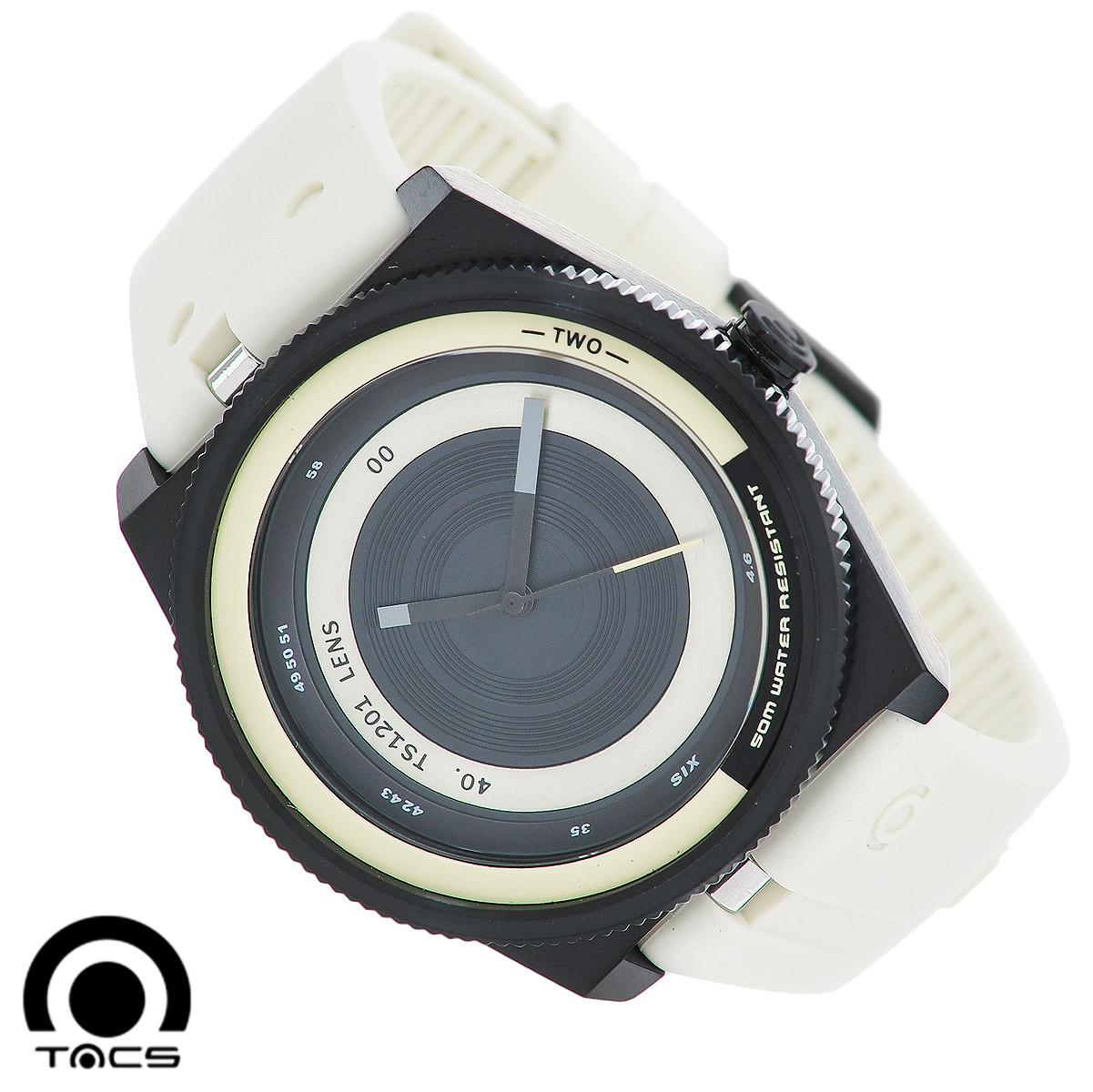 Часы мужские наручные Tacs Color Lens-A, цвет: черный, белый. TS1201ABM8434-58AEОригинальные кварцевые наручные часы Tacs Color Lens-A созданы для людей, ценящихкачество, практичность и индивидуальность в каждой детали. Часы оснащены японским кварцевым механизмом MIYOTA 2036. Корпус часов выполнен изнержавеющей стали с PVD-покрытием. Его ширина увеличена до 44 мм вдиаметре. Корпус водонепроницаемый, что позволяет заниматься плаванием в часах.Выделяется безель часов, выполненный в виде шестеренки. Циферблат с цветной вставкой оформлен в виде объектива фотокамеры, что смотрится нестандартно и оригинально.Часы имеют три стрелки - часовую, минутную и секундную. Часовая и минутная стрелкифлуоресцентные, то есть светятся в темноте. Часть цифр на циферблате отсутствует.Циферблат защищен прочным минеральным стеклом, устойчивым к царапинам и повреждениям.Ремешок часов, выполненный из силикона, долговечен и очень практичен виспользовании. Застегивается на классическую застежку. Дизайн силиконового ремешкавдохновлен кнопками цифровых камер. Оригинальные яркие часы Tacs покорят вас ярким неординарным дизайном, а высокое качество ипрактичность позволят использовать их долгие годы.Благодаря своему эксклюзивному дизайну часы позволят вам выделиться из толпы иподчеркнуть свою индивидуальность. Характеристики: Размер корпуса: 4,4 см х 4,4 см х 1,4 см.Диаметр циферблата: 3,9 см.Длина ремешка (с учетом корпуса): 25 см.Ширина ремешка: 2,2 см.