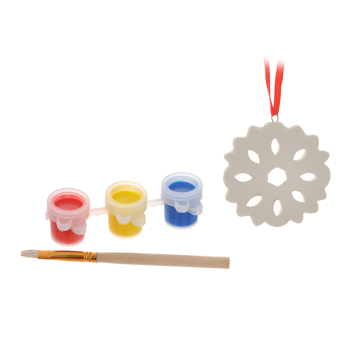 """Набор для творчества """"Снежинка"""" включает в себя: заготовка из доломитовой глины, три баночки с акварельными красками (синего, желтого и красного цветов) и кисть. Раскрасьте новогоднюю игрушку вместе с ребенком и повесьте на елку. Игрушка, выполненная своими руками, будет радовать глаз и создаст хорошее настроение. Рельефные раскраски специально разработаны для эффективного применения методик развития памяти, моторики и внимания ребенка. Они позволяют использовать различные приемы оформления и элементы аппликаций, причем уровень сложности вы можете выбирать самостоятельно. Длина кисти: 9,5 см. Размер баночки с краской: 3 см x 2 см x 1,5 см. Диаметр заготовки: 5 см."""