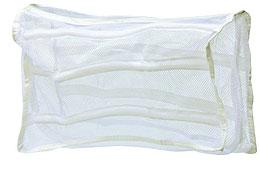 Мешок для стирки кроссовок EvaPANTERA SPX-2RSМешок-сеточка предназначен для стирки кроссовок, предотвращает их деформацию, перекручивание и исключает попадание мелких вещей во внутренние части стиральной машины. Мешок надежно закрывается на молнию. Характеристики: Материал:полиэстер.Размер:39 см х 23 см. Производитель:Россия. Артикул:Е 24.