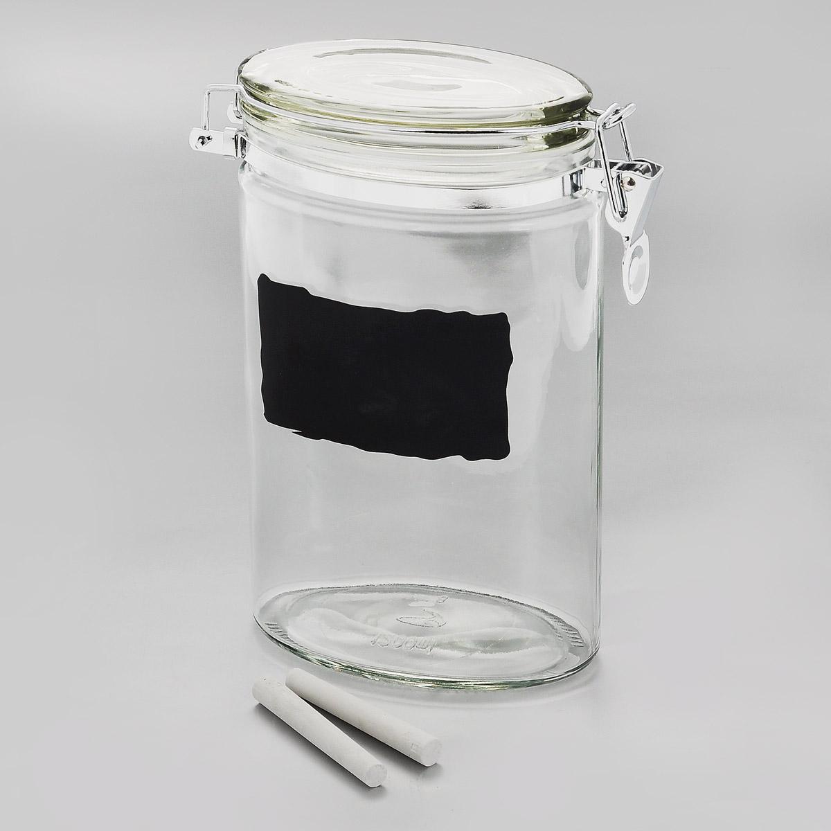Емкость для хранения Esprado Cristella, с доской и мелками, 1,2 лЕ23Емкость для хранения Esprado Cristella изготовлена из качественного прозрачного стекла, отполированного до идеального блеска и гладкости. Изделие имеет овальную форму. Стекло термостойкое, что позволяет использовать емкость Esprado при различных температурах (от -15°С до +100°С). Это делает ее функциональным и универсальным кухонным аксессуаром. Емкость очень вместительна, поэтому прекрасно подходит для хранения круп, макарон, кофе, орехов, специй и других сыпучих продуктов. Изделие оснащено крышкой с силиконовой прослойкой, которая плотно закрывается металлическим зажимом. Это обеспечивает герметичность и дольше сохраняет продукты свежими. Благодаря различным дизайнерским решениям такая емкость дополнит и украсит интерьер любой кухни. На внешней стенке имеется доска, на которой можно записать название продуктов (2 мелка в комплекте). Емкости для хранения из коллекции Cristella разработаны на основе эргономичных дизайнерских решений, которые позволяют максимально эффективно и рационально использовать кухонные поверхности. Благодаря универсальному внешнему виду, они будут привлекательно смотреться в интерьере любой кухни. Емкости для хранения незаменимы на кухне: они помогают сохранить свежесть продуктов, защищают от попадания излишней влаги и позволяют эффективно использовать ограниченное кухонное пространство. Не использовать в духовом шкафу, микроволновой печи и посудомоечной машине.