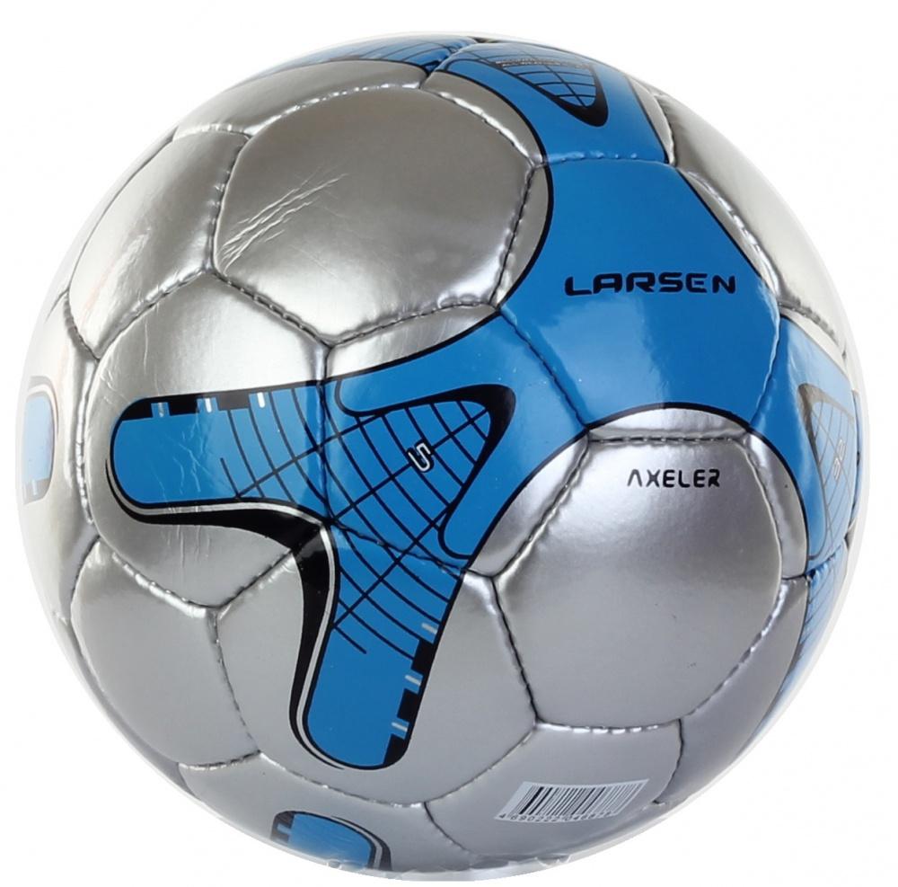 Мяч футбольный Larsen Axeler, цвет: синий, серебряный. Размер 5200170Футбольный мяч Larsen Axeler подойдет для игры на всех покрытиях. Он выполнен из синтетической кожи и полиуретана. Глянцевая поверхность. Имеет 4 слоя подкладочного материала - 3 слоя поликоттон и 1 хлопок. Ручная сшивка. 26 панелей. Камера выполнена из латекса, с бутиловым ниппелем.Окружность: 68-69 см.