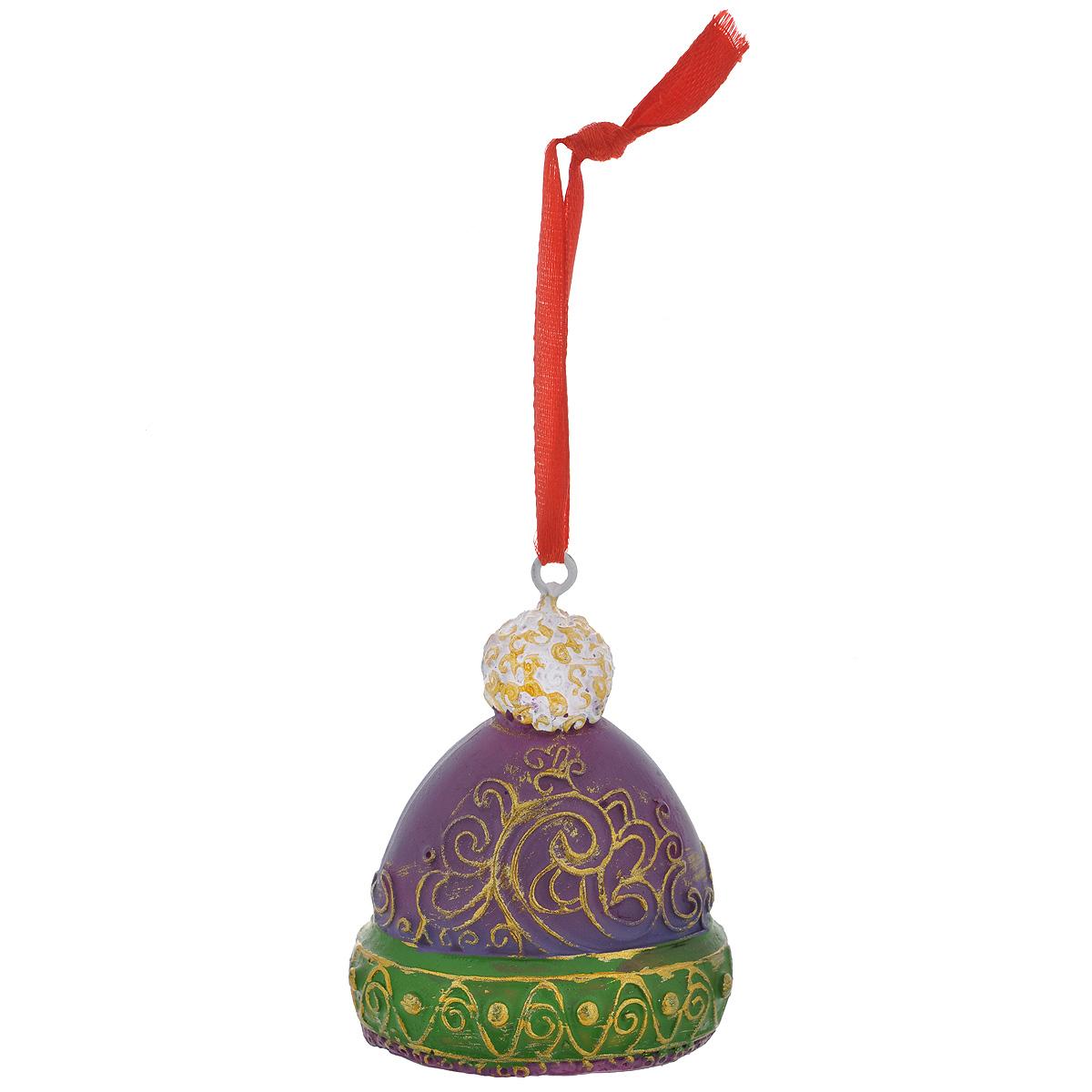 Новогоднее подвесное украшение Шапка, цвет: фиолетовый, зеленый. 34598A1484FN-1BNОригинальное новогоднее украшение из пластика прекрасно подойдет для праздничного декора дома и новогодней ели. Изделие крепится на елку с помощью металлического зажима.
