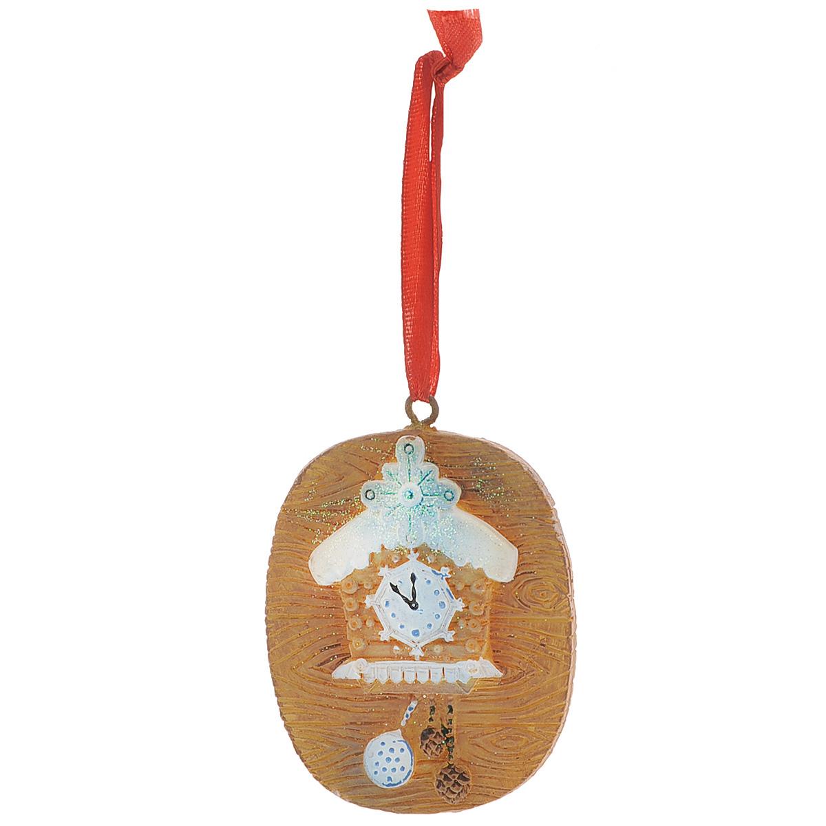 Новогоднее подвесное украшение Сказочные часы с шишками, цвет: коричневый. 34580K100Оригинальное новогоднее украшение из пластика прекрасно подойдет для праздничного декора дома и новогодней ели. Изделие крепится на елку с помощью металлического зажима.