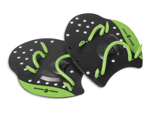 Лопатки для плавания Mad Wave Paddles Pro, цвет: черный, зеленый. Размер LF-6865(44-48)Плоская поверхность лопаток Mad Wave Paddles Pro разработана специально для отработки оптимального положения рук в воде и повышения мощности гребка в любом виде плавания. Эластичные ремешки легко регулируются и обеспечивают удобную и надежную фиксацию на кистях рук. Отверстия в лопатках улучшают чувство воды ладонями.