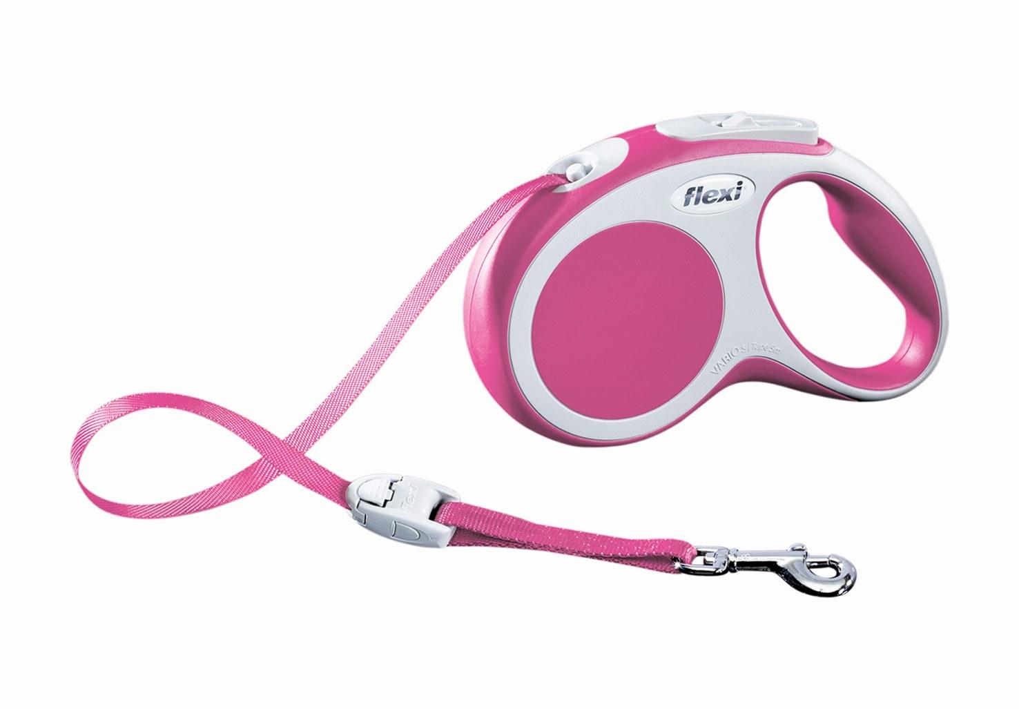 Поводок-рулетка Flexi Vario Compact S для собак до 15 кг, цвет: розовый, 5 м53494Поводок-рулетка Flexi Vario Compact S изготовлен из пластика и нейлона. Ленточный поводок обеспечивает каждой собаке свободу движения, что идет на пользу здоровью и радует вашего четвероногого друга. Рулетка очень проста в использовании, оснащена кнопками кратковременной и постоянной фиксации. Ее можно оснастить - мультибоксом для лакомств или пакетиков для сбора фекалий, LED подсветкой корпуса, своркой или ремнем с LED подсветкой. Поводок имеет прочный корпус, хромированную застежку и светоотражающие элементы.Длина поводка: 5 м. Максимальная нагрузка: 15 кг.Товар сертифицирован.