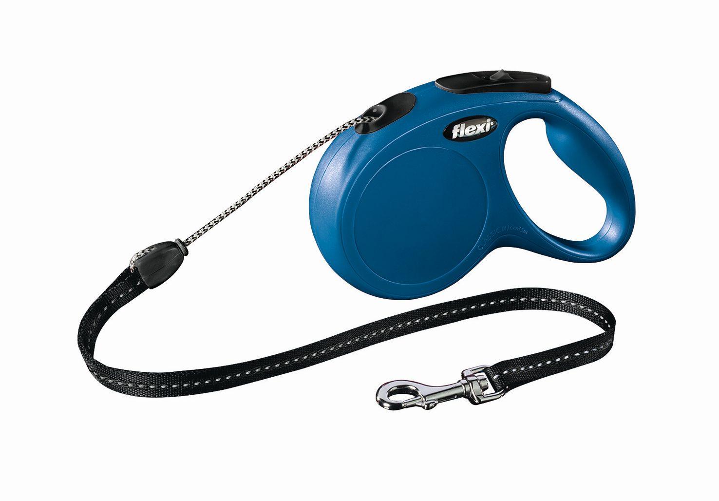 Поводок-рулетка Flexi Classic Long M для собак до 20 кг, цвет: синий, 8 м0120710Поводок-рулетка Flexi Classic Long M изготовлен из пластика и нейлона. Подходит для собак весом до 20 кг. Тросовый поводок обеспечивает каждой собаке свободу движения, что идет на пользу здоровью и радует вашего четвероногого друга. Рулетка очень проста в использовании. Она оснащена кнопками кратковременной и постоянной фиксации. Ее можно оснастить мультибоксом для лакомств или пакетиков для сбора фекалий, LED подсветкой корпуса, своркой или ремнем с LED подсветкой. Поводок имеет прочный корпус, хромированную застежку и светоотражающие элементы.Длина поводка: 8 м. Максимальная нагрузка: 20 кг.Товар сертифицирован.