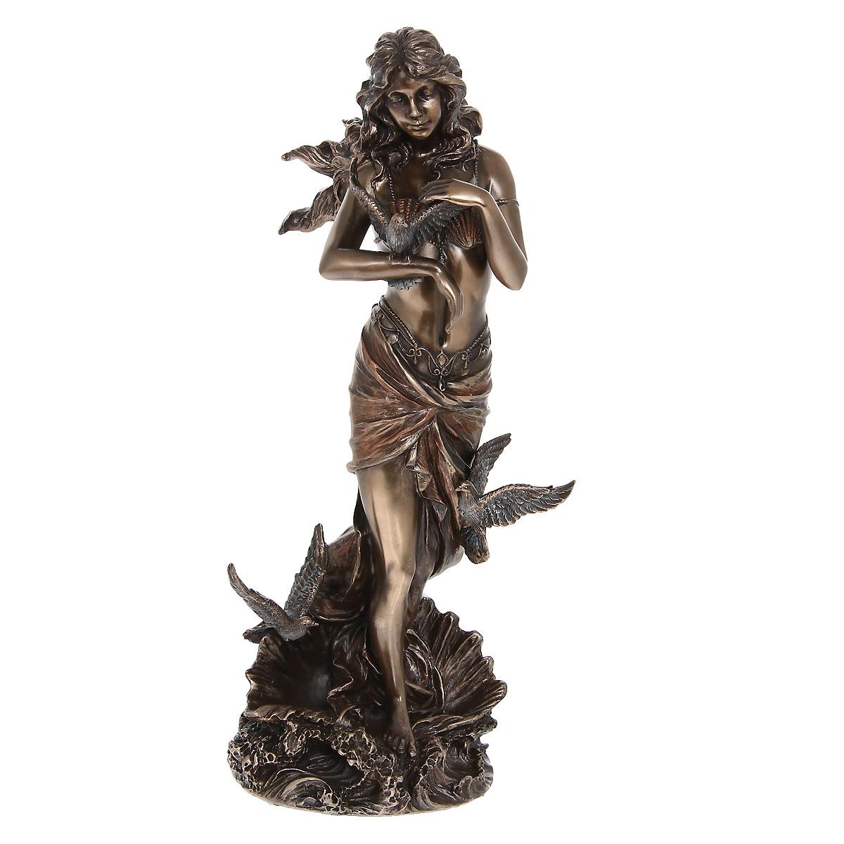 Статуэтка Veronese Афродита, высота 27 см12723Декоративная статуэтка Veronese Афродита изготовлена из полистоуна бронзового цвета. Изделие выполнено в виде греческой богини любви - Афродиты, выходящей из раковины.Вы можете поставить статуэтку в любом месте, где она будет удачно смотреться и радовать глаз. Такая фигурка прекрасно дополнит интерьер офиса или дома.