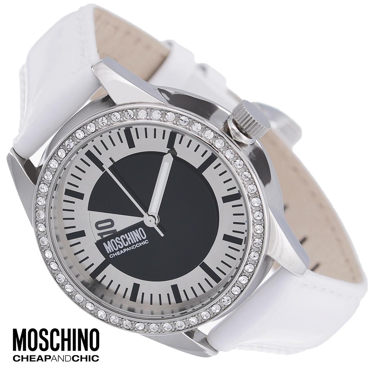 Часы женские наручные Moschino, цвет: белый, серебристый. MW0336EQW-M710DB-1A1Наручные часы от известного итальянского бренда Moschino - это не только стильный и функциональный аксессуар, но и современные технологи, сочетающиеся с экстравагантным дизайном и индивидуальностью. Часы Moschino лаконичного дизайна оснащены кварцевым механизмом. Корпус выполнен из высококачественной нержавеющей стали и по контуру циферблата оформлен стразами. Циферблат с арабскими цифрами и отметками защищен минеральным стеклом. Часы имеют две стрелки - часовую и минутную. Ремешок часов выполнен из натуральной лаковой кожи и оснащен классической застежкой. Часы упакованы в фирменную металлическую коробку с логотипом бренда. Часы Moschino благодаря своему уникальному дизайну отличаются от часов других марок своеобразными циферблатами, функциональностью, а также набором уникальных технических свойств. Каждой модели присуща легкая экстравагантность, самобытность и, безусловно, великолепный вкус. Характеристики:Диаметр циферблата: 3 см.Размер корпуса: 3,4 см х 3,4 см х 0,7 см.Длина ремешка (с корпусом): 23 см.Ширина ремешка: 1,5 см.