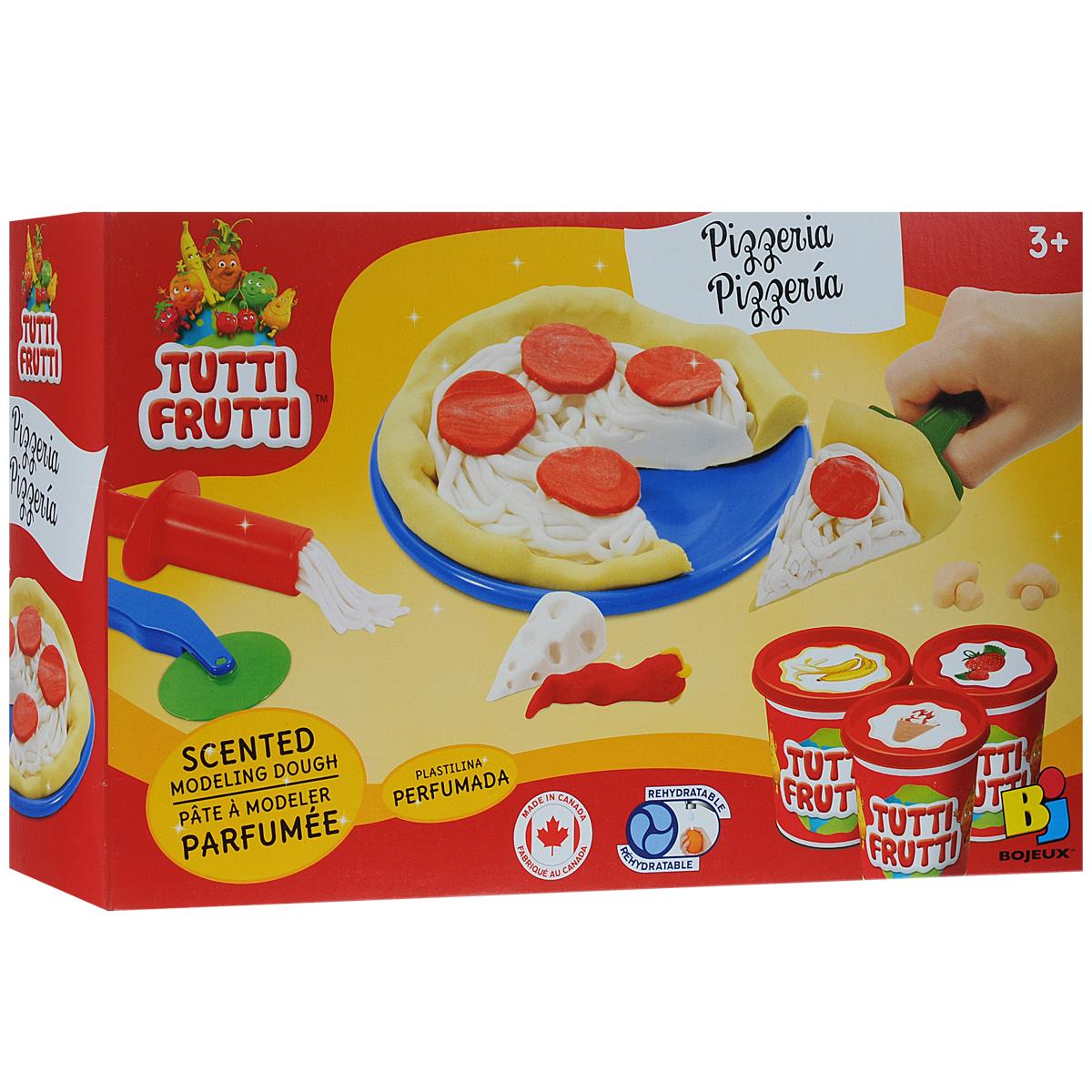 """С набором массы для лепки Bojeux """"Пиццерия"""" ваш ребенок сможет устроить пиццерию прямо у себя дома. Насытиться такой пиццей нельзя, зато удовольствие от ее приготовления гарантировано! В набор входит все необходимое: три баночки цветной массы красного, белого и желтого цветов, имеющей приятный аромат клубники, мороженого и банана соответственно, а также выдавливающий пресс, нож, лопатка, 2 тарелочки и скалка. Скалкой необходимо раскатать """"тесто"""", выдавить на него из пресса """"сыр"""" и положить сверху """"другие ингредиенты пиццы"""". Остается только разрезать пиццу специальным ножом и выложить на тарелочку! Масса имеет сильный соленый привкус, что убережет ребенка от ее проглатывания. Она не липнет к пальцам, не оставляет пятен и не рассыхается. Для восстановления достаточно добавить обычной воды. Ваш малыш будет в восторге от такого набора! Общий вес массы для лепки: 350 г."""