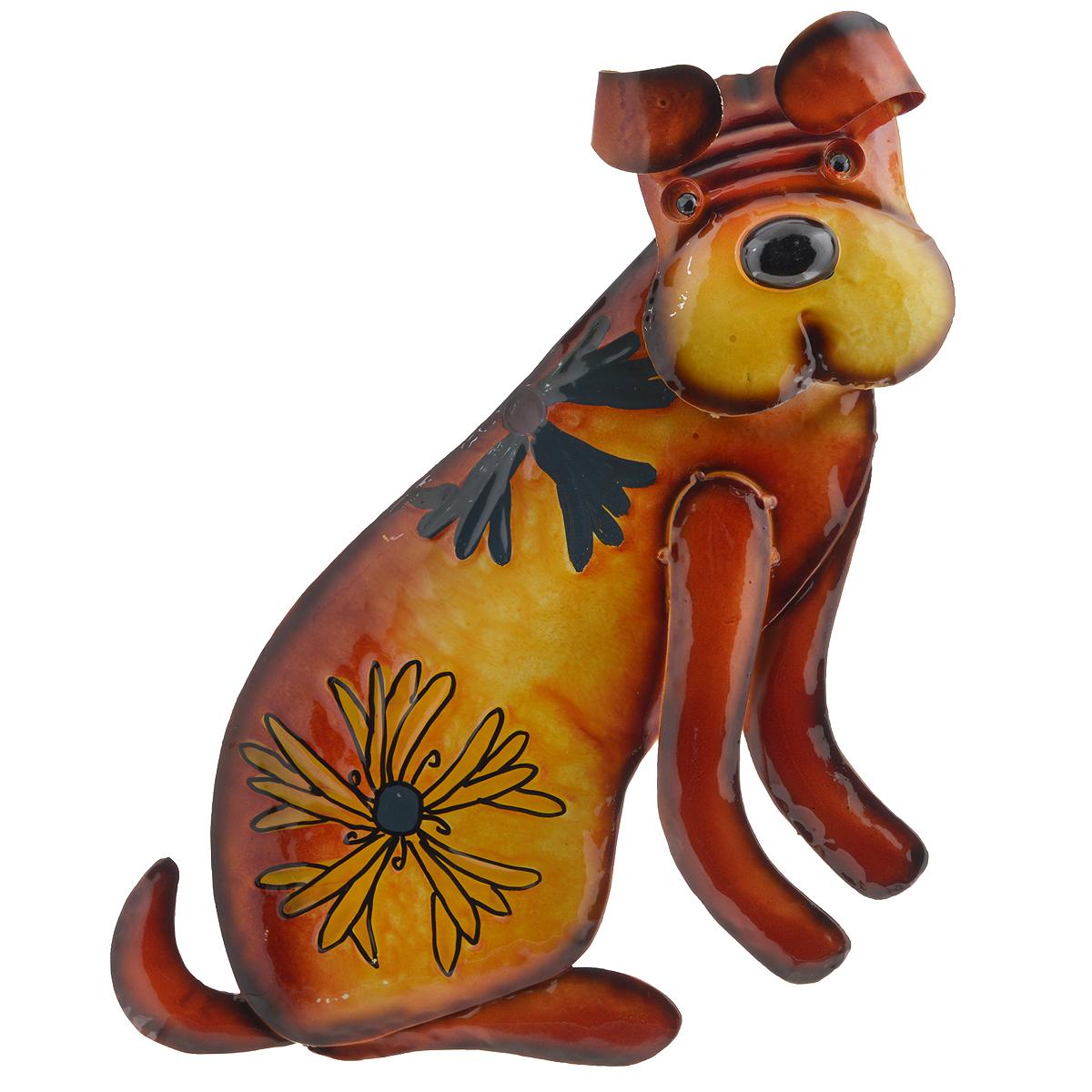 Панно декоративное настенное Molento Собака. 576-056THN132NДекоративное настенное панно Molento Собака, изготовленное из металла, позволит вам украсить интерьер дома, рабочего кабинета или любого другого помещения оригинальным образом. Изделие выполнено в виде собаки, оформленной изображением цветов. Голова собаки подвижна благодаря пружине, на которую она крепиться к телу. Панно имеет рельефную поверхность и оснащено специальным отверстием для подвешивания.С таким панно вы сможете не просто внести в интерьер элемент оригинальности, но и создать атмосферу загадочности и изысканности.