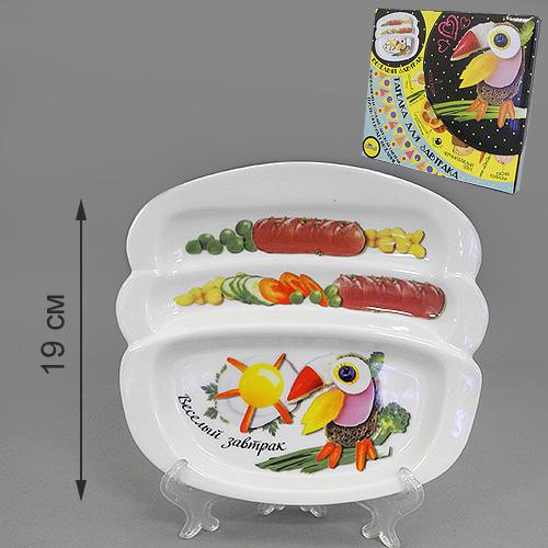 Блюдо для сосисок LarangE Веселый завтрак с туканом, 20,5 х 19 см115510Блюдо для сосисок LarangE Веселый завтрак с туканом изготовлено из высококачественной керамики. Изделие украшено изображением тукана и еды. Тарелка имеет три отделения: 2 маленьких отделения для сосисок и одно большое отделение для яичницы или другого блюда. Можно использовать в СВЧ печах, духовом шкафу и холодильнике. Не применять абразивные чистящие вещества.