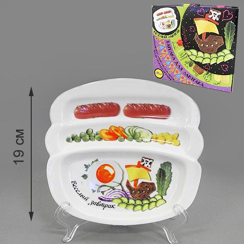 Блюдо для сосисок LarangE Веселый завтрак на корабле, 20,5 см х 19 смVT-1520(SR)Блюдо для сосисок LarangE Веселый завтрак на корабле изготовлено из высококачественной керамики. Изделие украшено изображением корабля и еды. Тарелка имеет три отделения: 2 маленьких отделения для сосисок и одно большое отделение для яичницы или другого блюда. Можно использовать в СВЧ печах, духовом шкафу и холодильнике. Не применять абразивные чистящие вещества.