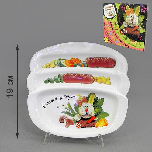 Блюдо для сосисок LarangE Веселый завтрак с зайчиком, 20,5 см х 19 см370342Блюдо для сосисок LarangE Веселый завтрак с зайчиком изготовлено из высококачественной керамики. Изделие украшено изображением зайца и еды. Тарелка имеет три отделения: 2 маленьких отделения для сосисок и одно большое отделение для яичницы или другого блюда. Можно использовать в СВЧ печах, духовом шкафу и холодильнике. Не применять абразивные чистящие вещества.